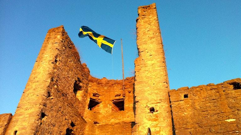 Flaggning på Visby ringmur. Foto: Helena Bremberg/P4 Gotland Sveriges Radio