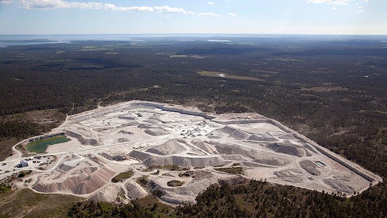 Svenska Minerals stenbrott i Bunge. Foto: Gunnar Britse
