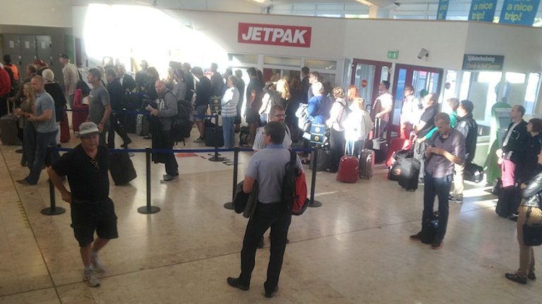 Passagerare väntar på Visby flygplats. Foto: Cristina Jardim-Ribeiro/P4 Gotland