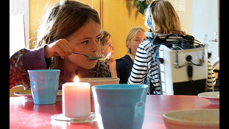 Frukost på Montessoriskolan. Foto: SR Gotland