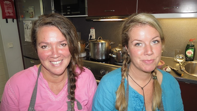 Pernilla och Sanna Hjortenskog från Orionskolans kök. Arkivfoto: Mika Koskelainen / P4 Gotland Sveriges Radio