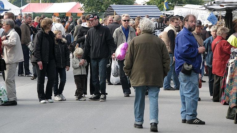 Gotlänningar på marknad. Foto: P4 Gotland Sveriges Radio