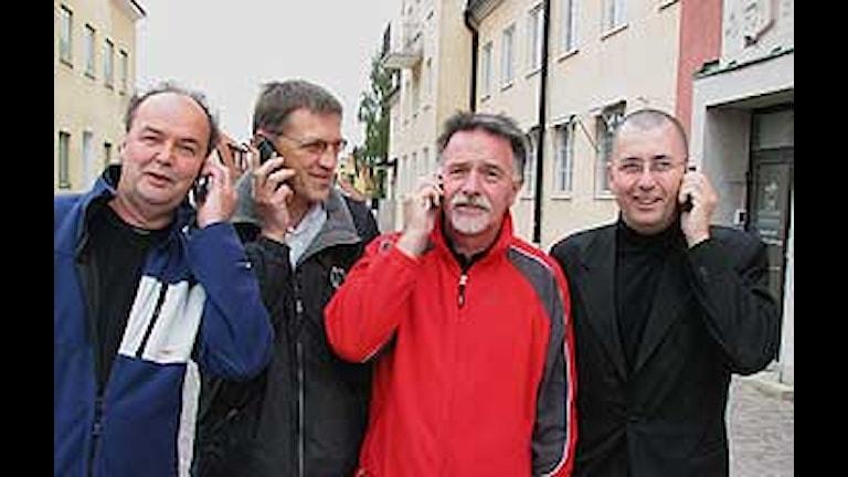 Henric Hellgren, Göran Allqvie, Bo Hansen och Ulf Norrby svarar på samtal från män. Foto: Jonas Neuman/SR Gotland