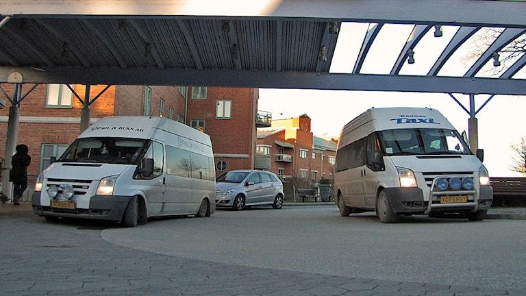 Färdtjänstbussar vid Visby lasarett