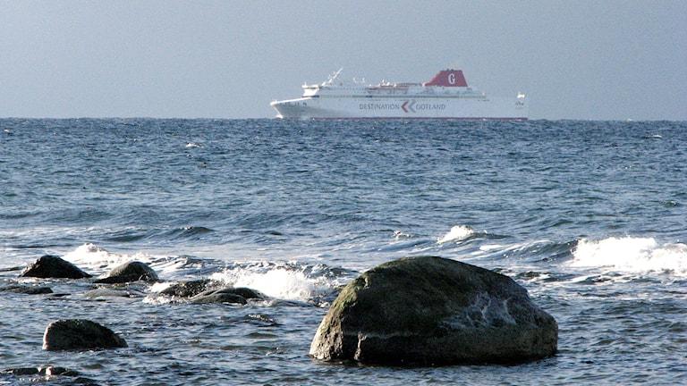 Gotlandsfärja som närmar sig Visby.