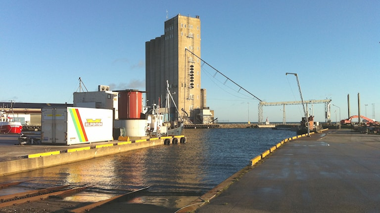 Ronehamn med silo och hamn. Foto: Daniel Värjö/P4 Gotland Sveriges Radio