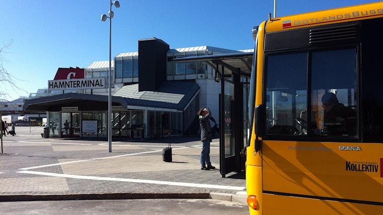 Buss vid hamnterminalen i Visby. Foto: Daniel Värjö/P4 Gotland Sveriges Radio