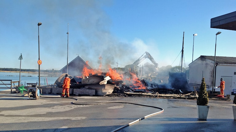Brand totalförstörde Hamnkaféet i Klintehamn. Foto: Räddningstjänsten