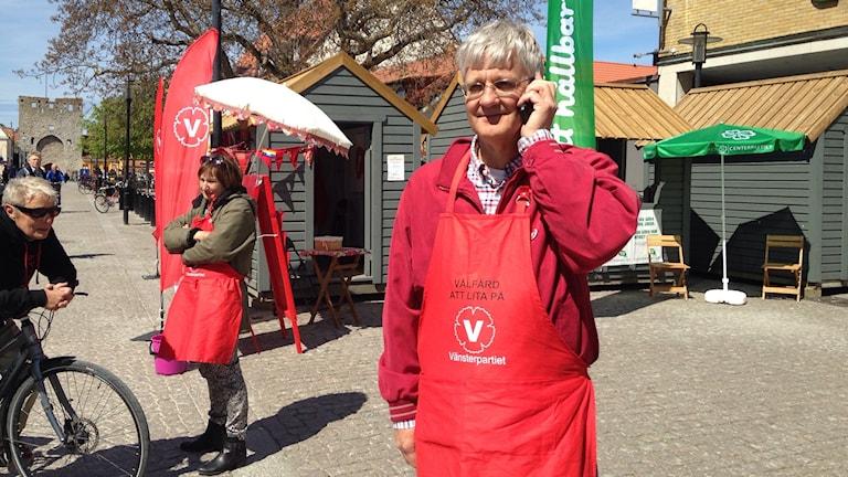 Vänsterpartiets Lars Bjurström vid partiets valstuga. Foto:Katarina Hedström SR/Gotland