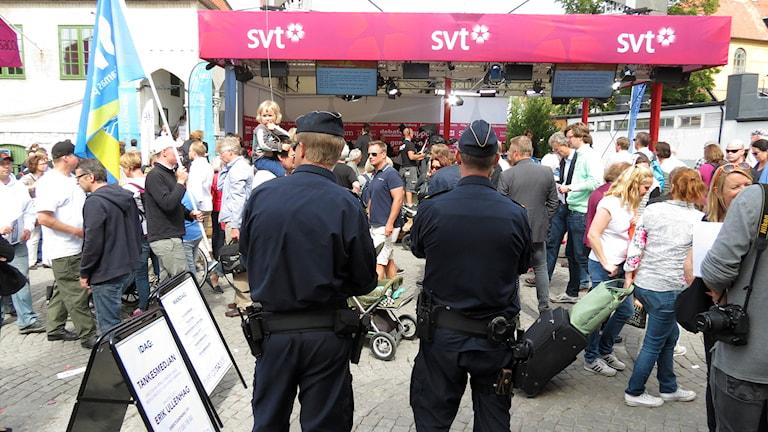 Poliser i Almedalen. Foto: Mika Koskelainen/Sveriges Radio