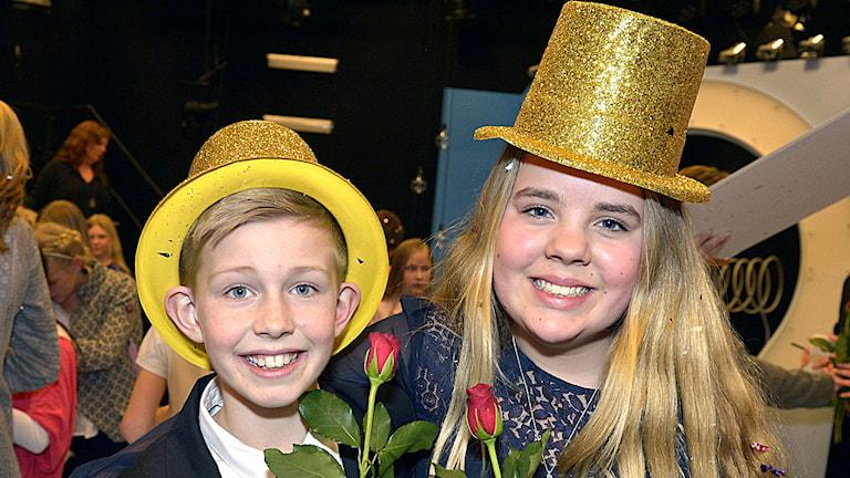 Glada finalvinnare i Vi i femman 2014 är Otto Åberg och Hedda Roswall från Norrbackaskolan  i Visby. Foto: Carl-Johan Söder/SVT.