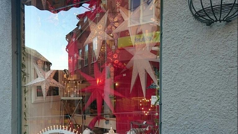Julpyntet hängs upp redan i november.