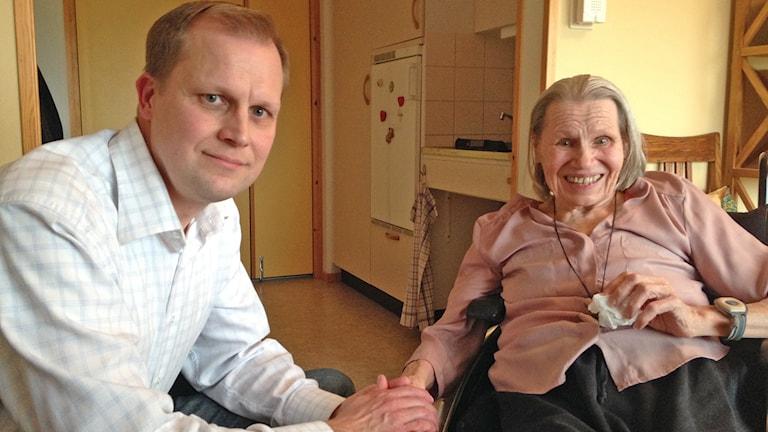 Kent Pettersson med mor Anja, på Pjäsen i Visby. Foto: Katarina Hedström/Sveriges Radio