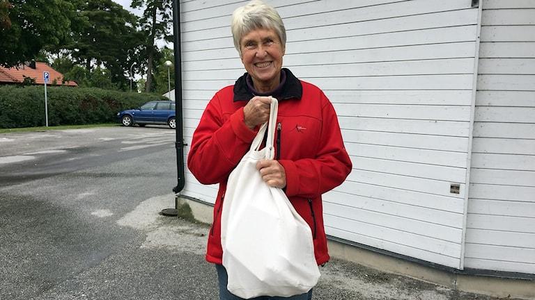 Karin Unnerfelt handlar med tygkasse.