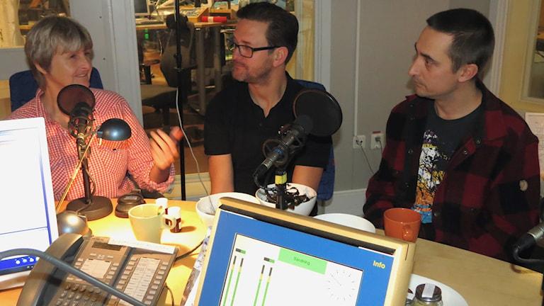 Lena Blomkvist, Henrik Jakobsson och Jamie Rae. Foto: Jonas Neuman/Sveriges Radio