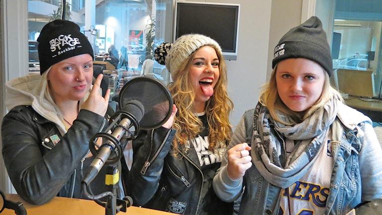 Filippa Nässil, Clare Cunningham och Tilda Stenqvist. Foto: Patrik Annerud/Sveriges Radio