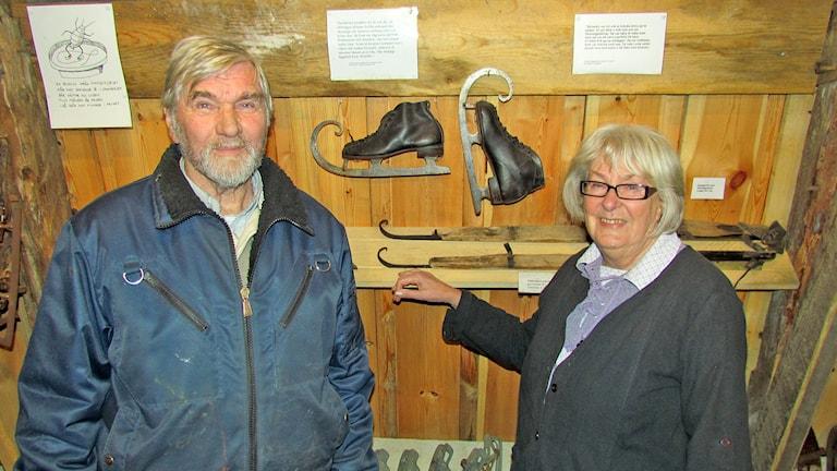 Bengt och Gunvor Nilsson visade upp sitt skridskomuseum. Foto: Mari Winarve/Sveriges Radio