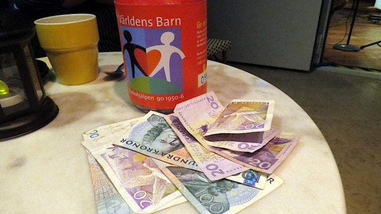 Pengar till världens barn. Foto: Jonas Neuman/Sveriges Radio