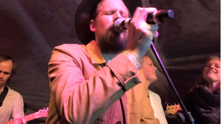 Christian Björkman sjunger på Ho Ho La La. Foto: Erik Larsson