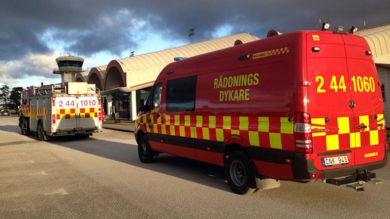 Räddningstjänsten vid flygplatsen. Foto: Katarina Hedström/Sveriges Radio