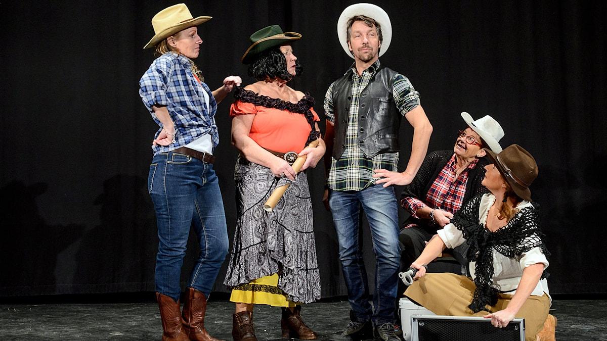 Monica Järlsäter, Pilla Ohlin, Janne Henriksson, Gusti Larsson och Anna Jankert. Foto: Jesper Alvermark