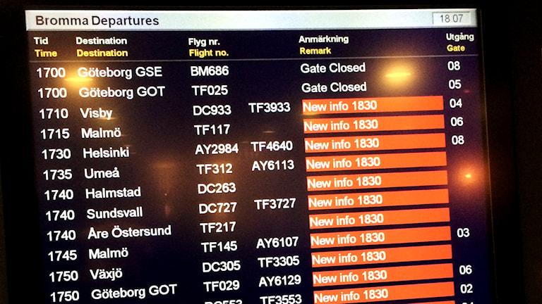 Skärm på Bromma flygplats visar på stora förseningar. Foto: Ulf Reneland/SverigesRadio