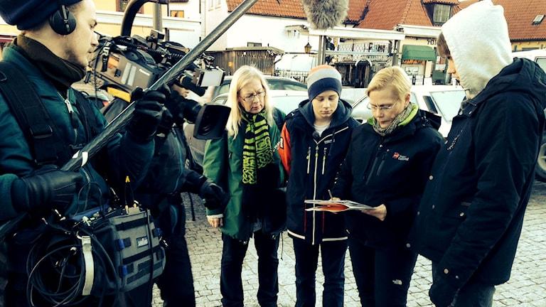 UR spelar in dokumentärserie med modersmålsläraren Anna Anu Wiik.