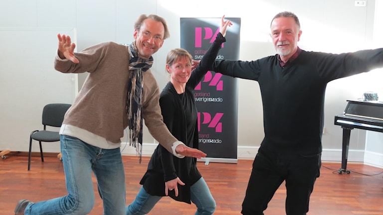 Lasse Pettersson, Susanne Svantesson och Bo Hansen dansar. Foto: Lasse Eskelind/Sveriges Radio