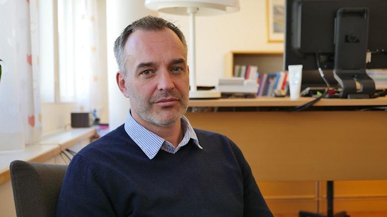 Polisen Magnus Holmén. Foto: Johannes Hallbom/Sveriges Radio