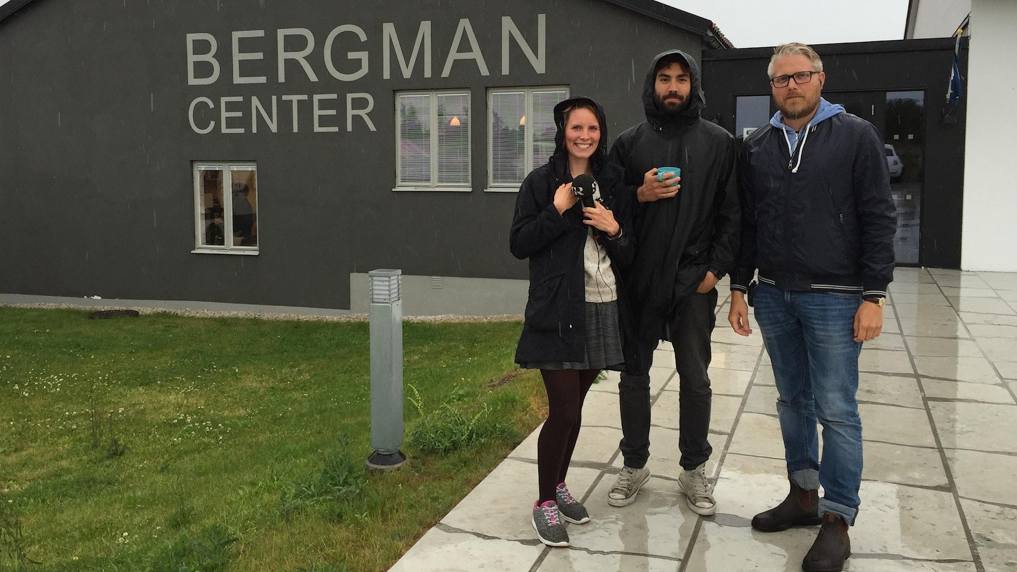 Amanda, Demir och Anton från Bergmancenter på Fårö. Foto: Sveriges Radio