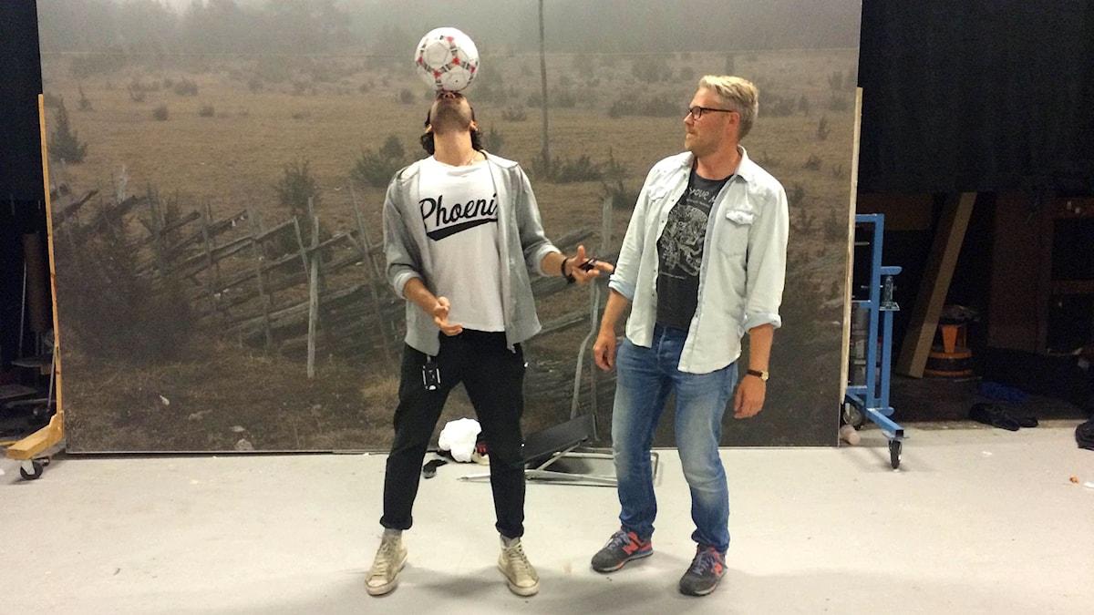 Demir Güler Lilja och Anton Kalm i Fårösund. Foto: Sveriges Radio.
