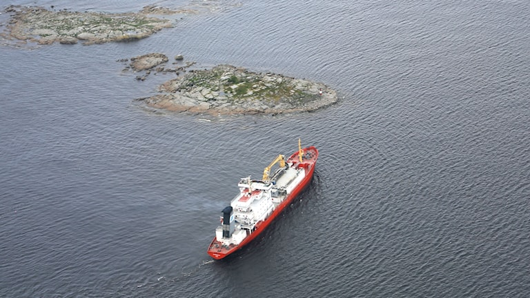 Fartyget Sunnanvind på grund vid Holmsund. Foto: Kustbevakningen