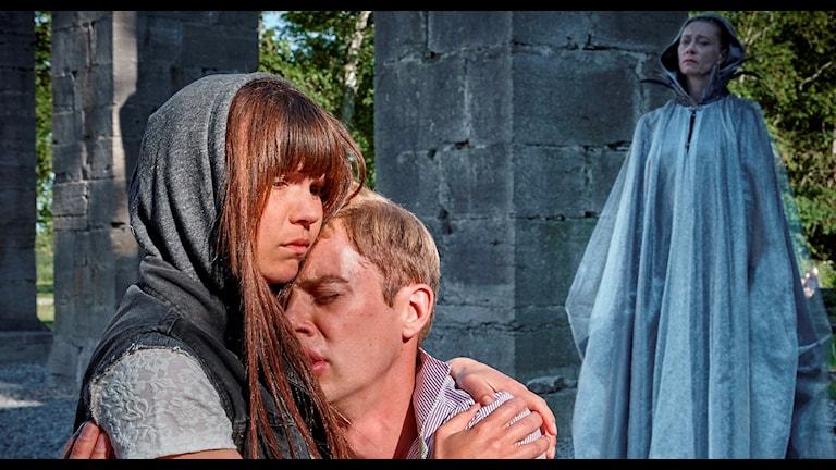 Unga Roma spelar Puckad kärlek. Foto: Roland Hejdström