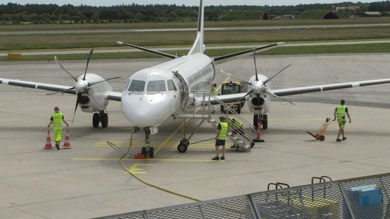 Flygplan görs klart för start. Foto: Lasse Ahnell/Sveriges Radio