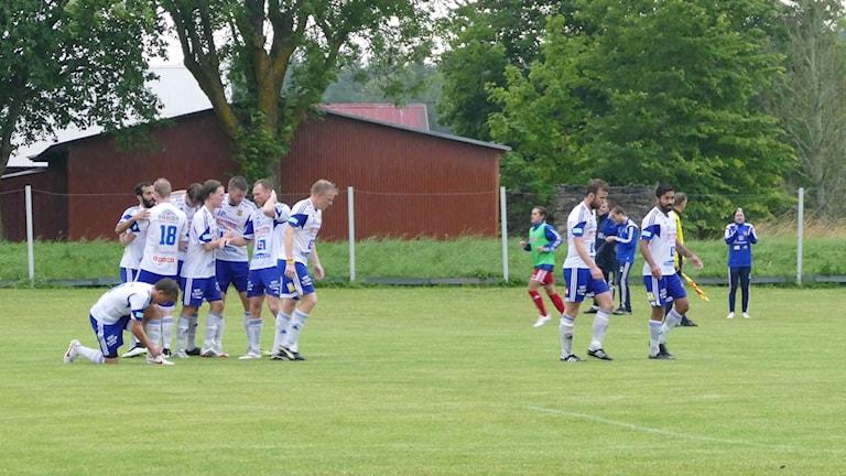 Dalhem jublar efter mål mot Älvsjö. Foto: Eva Didriksson/Sveriges Radio