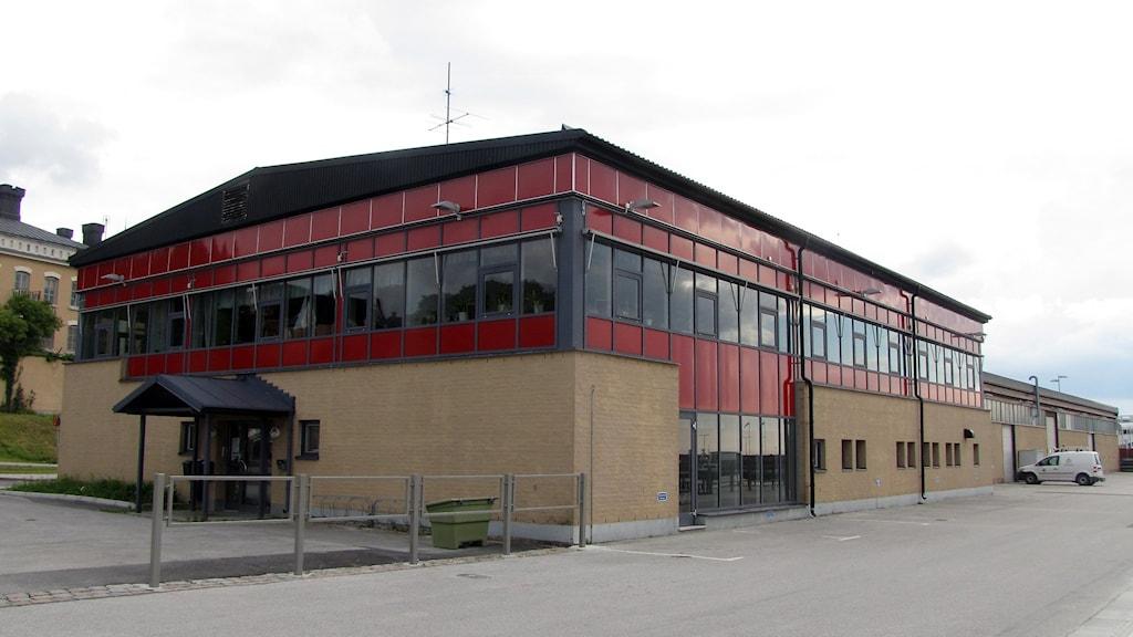 Rivning av nuvarande byggnad och sanering av marken kostar mer försäljningen inbringar. Foto: Johan Hellström/Sveriges Radio