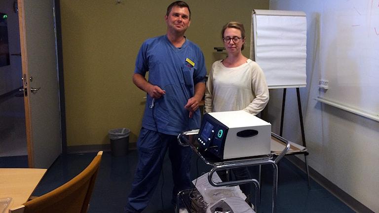 Olof Öhrström kirurg och Matilda Zetterquist ST-läkare vid vårdcentralen i Klintehamn. Foto: Karin Brindt/sveriges Radio