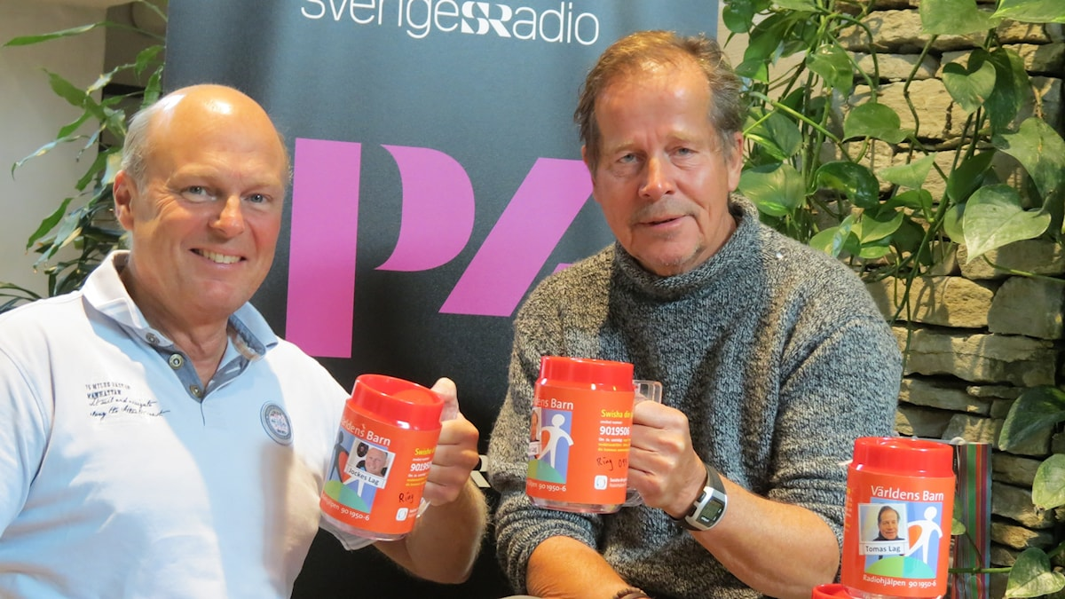 Joakim Åstrand och Tomas Ardin samlar in pengar till Världens barn.