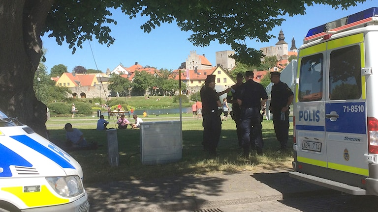 Poliser i Almedalen i Visby.