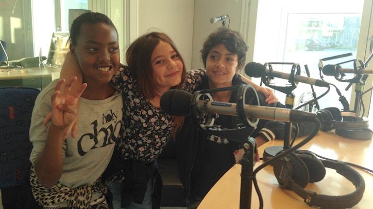 Fredagens morgonpanel: Lisa Pfasoni, Madde Rydberg och Masen Mustafa.