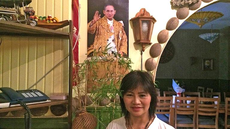 Kanjana Kornipa Viratanagasam om kung Bhumibol Adulyadej. Foto: Hanna Sihlman/Sveriges Radio