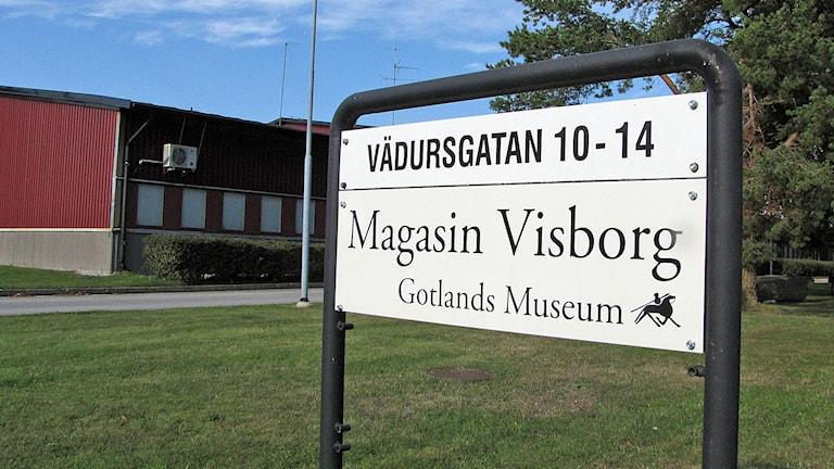 Skylt till Gotlands Mueums magasin Foto Lasse Ahnell Sverigesradio