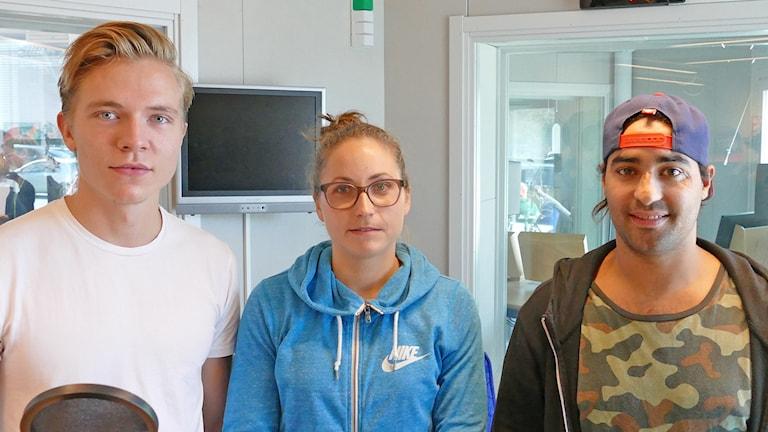 Visby IBKs Kalle Bending, Endres Tanja Stella och Visby Romas Adam Rachidi i studion redo för intervju.