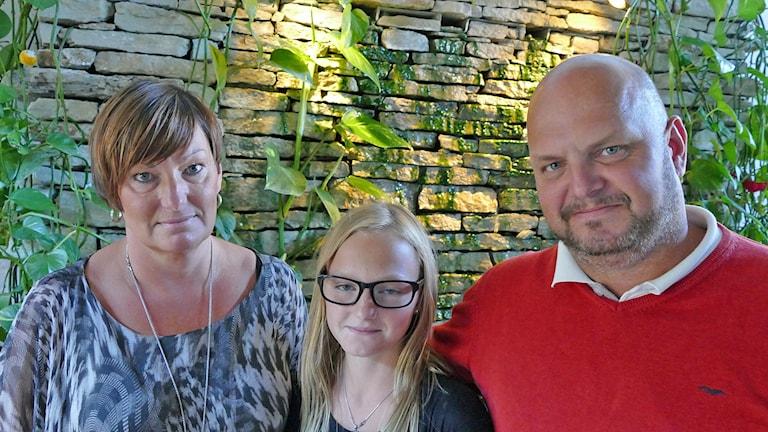 Charlotte Österholm, Svea Österholm och Magnus Olsson. Foto: Mika Koskelainen/Sveriges Radio