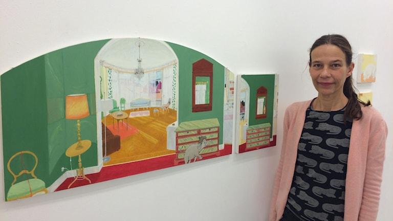 Karin Landin Larsson målar sagofigurer. Foto: Ulrika Uusitalo Fernholm/Sveriges Radio