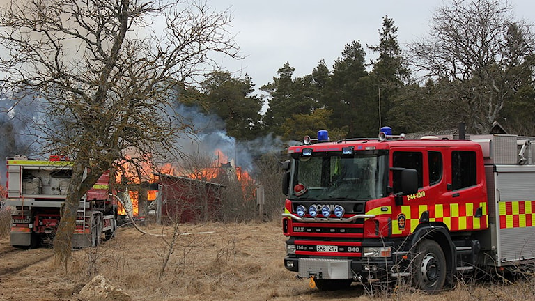 Deltidsbrandkår på släckningsuppdrag. Foto: Sveriges Radio