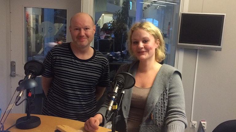 Linn Nyberg och Nicklas Nordborg från Gotlands improvisationsteater.