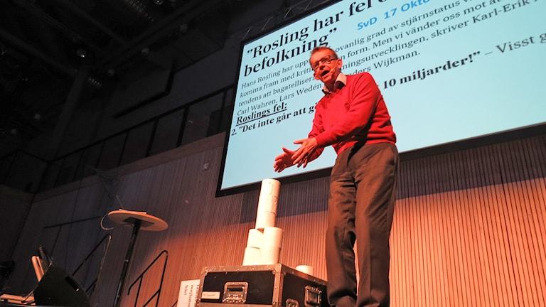 Hans Rosling talar om befolkningstillväxt. Foto: Mika Koskelainen/Sveriges Radio