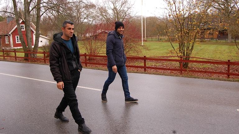 Hendren Ahmad och Mustafa Abdallah, asylsökande i Garda. Foto: Jack Lantz/Sveriges Radio