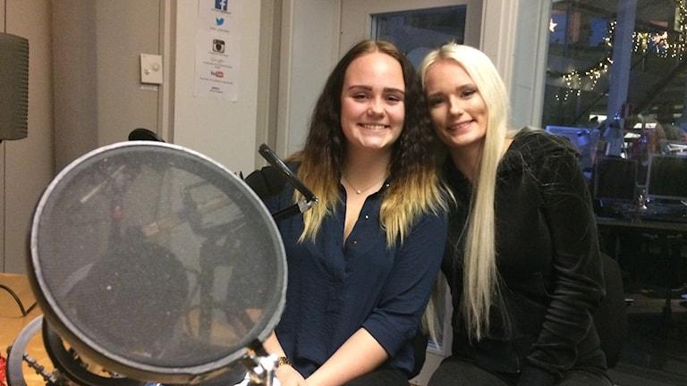 Agnes Mikaelsdotter Lehrberg och Elin Petersson Wallén reagerar mot nätmobbing.